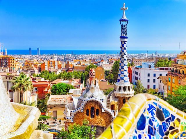 2. Barcelona (Tây Ban Nha): Đặt phòng trước từ 2 - 7 tháng giúp bạn tiết kiệm 27% chi phí