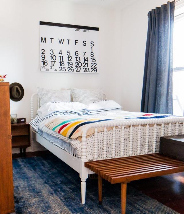 Giường mang phong cách vintage với màu sắc trẻ trung.