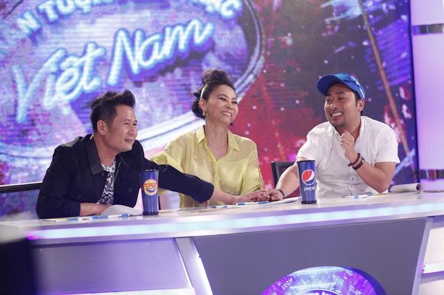 Còn trong tập này, ở vòng thử giọng khu vực miền Nam, cả ba sẽ có những nhận xét hài hước và thú vị ra sao? Mời quý vị đón xem tập 3 Vietnam Idol 2016 được phát sóng vào 21h hôm nay (10/6) trên kênh VTV3.