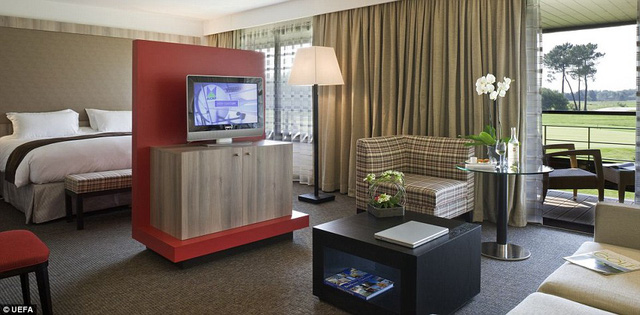 Nội thất bên trong khách sạn Golf du Medoc - nơi ĐT Bỉ sẽ lưu trú khi thi đấu vòng bảng VCK Euro 2016.