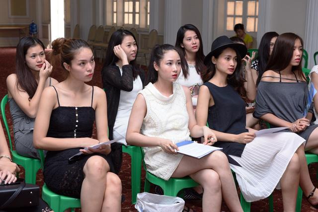 Top 36 chăm chú lắng nghe những chia sẻ của nhà báo Đỗ Xuân Hồng