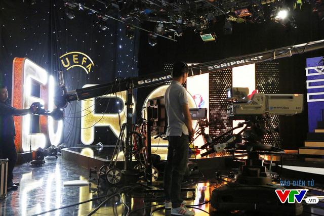 Đội ngũ quay phim cũng đã sẵn sàng cho buổi ghi hình