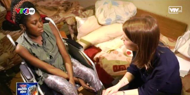 Blessing Osakwe hiện tại phải chung sống với chiếc xe lăn.