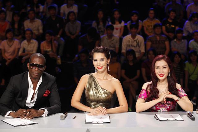 Ban giám khảo trong liveshow 4 Hoa khôi áo dài Việt Nam