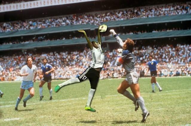 Maradona ư, giờ Bàn tay của Chúa thuộc về Boateng mất rồi