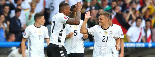 Boateng và Kimmich là cặp đôi phòng ngự chắc chắn của người Đức ở giải năm nay.