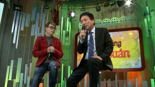Hai người tham gia trong chương trình được coi là đại diện cho hai thế hệ khi cùng bàn về chủ đề Tết và cùng thể hiện bài hát viết về mẹ.