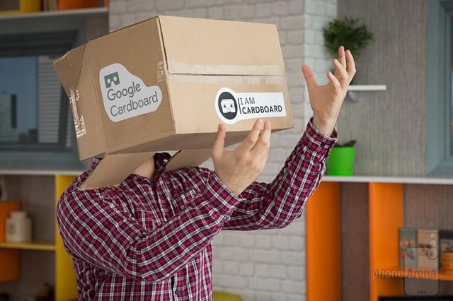 Giống như phiên bản Cardboard dành cho smartphone, chiếc kính thực tế ảo dành cho máy tính bảng được làm hoàn toàn bằng carton