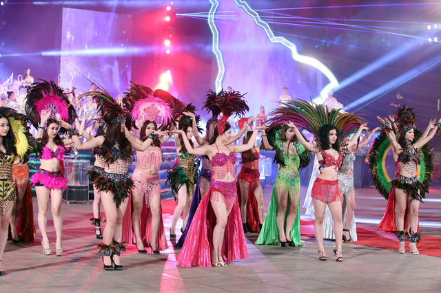 Không khí lễ hội đường phố sôi động được tái hiện tại Carnaval Hạ Long 2016 (Ảnh: Đài PT-TH Quảng Ninh)