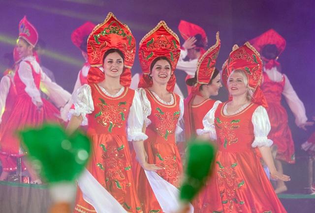 Các nghệ sĩ nước ngoài trình diễn tại sân khấu Carnaval Hạ Long 2016