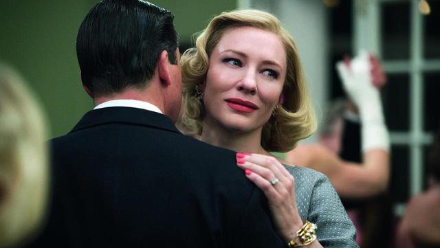 Đề cử ở hạng mục Phim chính kịch xuất sắc nhất của Quả cầu vàng 2016 còn có bộ phim Carol. Tác phẩm này được hứa hẹn sẽ mang về những giải thưởng đáng chú ý với nội dung tinh tế đề cập về đồng tính nữ cùng diễn xuất tài năng của Cate Blanchett.