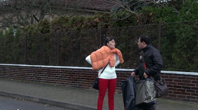 Vợ chồng Vân Dung - Quang Thắng trong phim Tết Lời nói dối ngọt ngào (Ảnh do đoàn làm phim cung cấp)