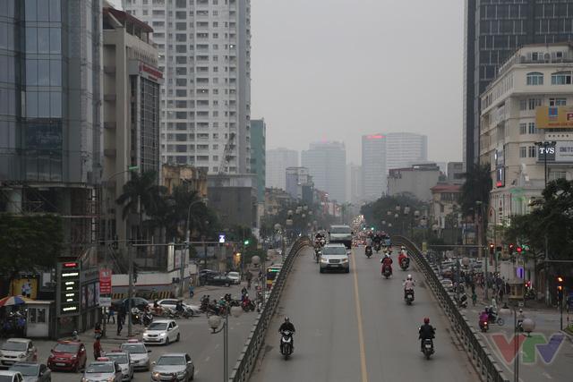 Cầu vượt nhẹ này chỉ cho phép phương tiện có chiều cao tối đa 2,5m lưu thông