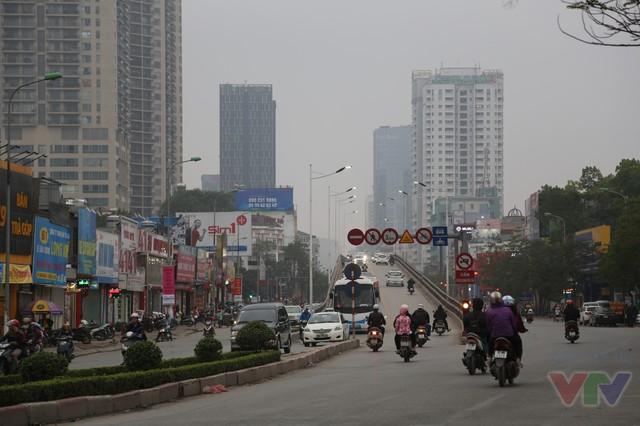 Xây dựng cầu vượt trực thông theo hướng Lê Văn Lương - Láng Hạ có bề rộng toàn cầu 9m cho 2 làn xe con kết hợp xe buýt nhanh (BRT) đi 2 chiều và làn phụ dành cho xe máy, tốc độ cho phép 60 km/h.