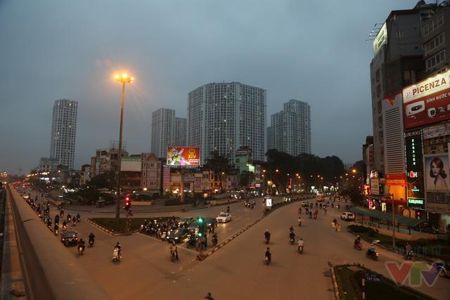Trước đây, người Hà Nội vẫn thường đùa rằng đây là Ngã Tư Khổ vì nạn ùn tắc giao thông nhưng giờ đường phố đã thông thoáng và to đẹp hơn rất nhiều.