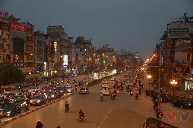 Phía đường Trường Chinh rộng, thoáng và rất dễ di chuyển trong một buổi tan tầm.