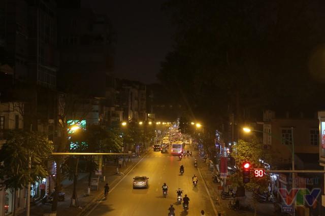 Chỉ được phép lưu thông một chiều, Phố Huế là một trong những con đường đẹp ở trung tâm Thủ đô với lòng đường rộng, hai hàng cây xanh và nhà cửa khang trang.
