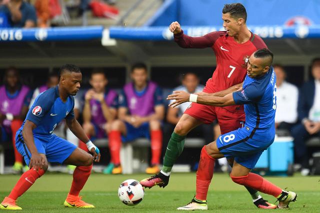 Pha va chạm dẫn đến chấn thương của Ronaldo