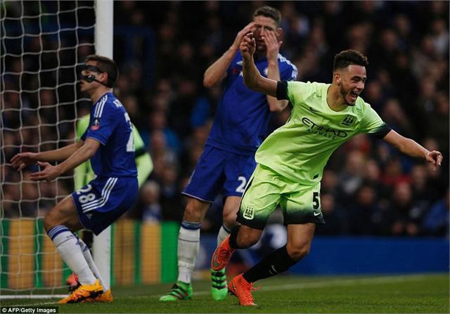 Man City không giấu ý định có một cuộc dạo chơi ở Stamford Bridge khi tung ra sân một đội hình gồm nhiều cầu thủ trẻ