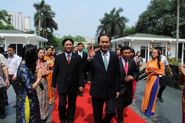 Chủ tịch nước Trần Đại Quang đến thăm bảo tàng Dân tộc học nhân ngày Khoa học và Công nghệ Việt Nam