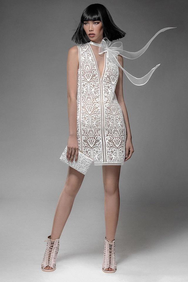 Một vài mẫu thiết kế ren đối xứng của Chung Thanh Phong