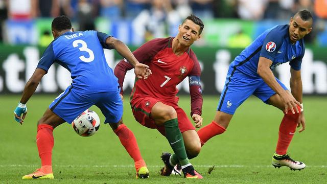 Và các CĐV BĐN đã câm nín khi chứng kiến Ronaldo nằm sân đau đớn sau pha va chạm với Payet