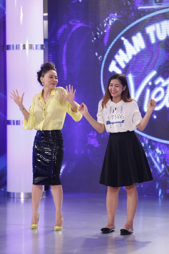 Nữ giám khảo giúp cô gái này tự tin và thể hiện phong cách quyến rũ hơn.
