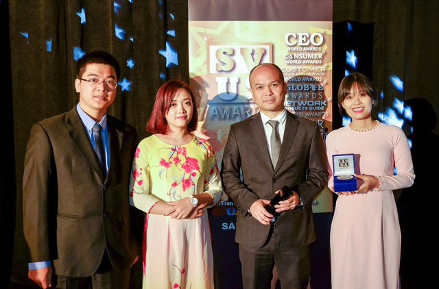 Đại diện Việt Nam nhận giải thưởng