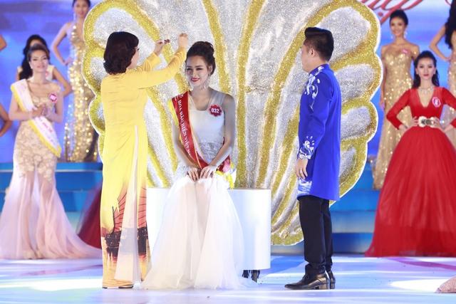 Chiếc vương miện cao quý được trao cho Phạm Thùy Trang SBD 032