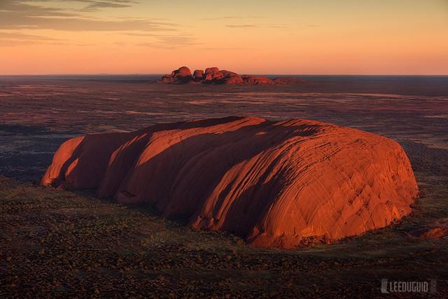 Núi đá này có chiều cao 348m, chiều dài 3km, chu vi chân núi khoảng 8,5km. Ảnh: freephotoguides.