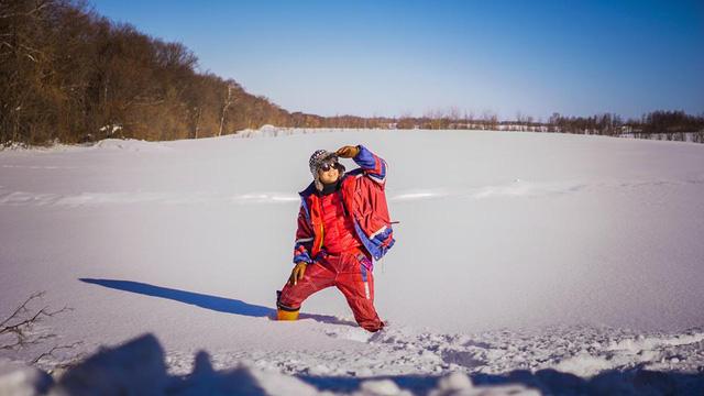 Nghịch tuyết là một trong những điều Đinh Mạnh Ninh thú nhận là rất thích.