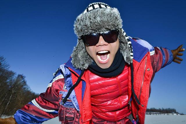 Khuôn mặt đầy hào hứng của Đinh Mạnh Ninh khi biết mình sắp được đi khinh khí cầu.