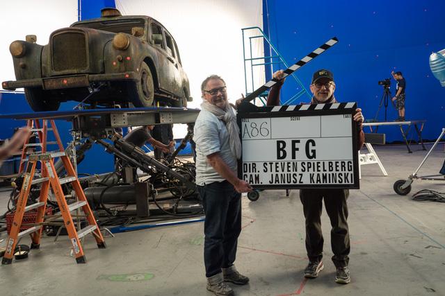 Đạo diễn Steven Spielberg trên trường quay phim BFG