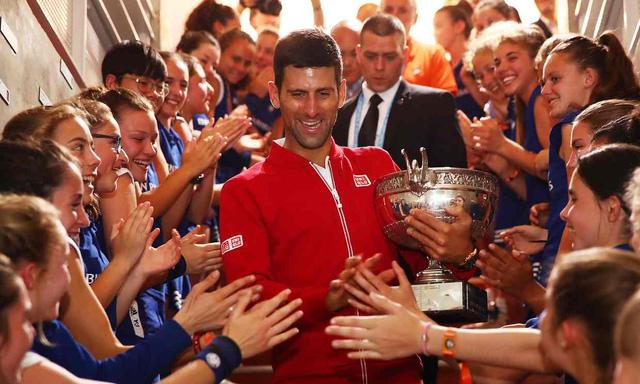 Ngôi sao người Serbia cũng trở thành tay vợt đầu tiên giành 4 chức vô địch Grand Slam liên tiếp kể từ chiến tích của huyền thoại Rod Laver lập được năm 1969. Ảnh: Mail