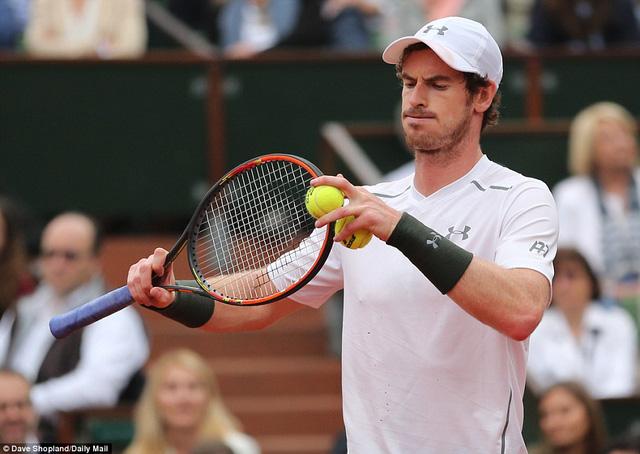 Murray bỏ lỡ cơ hội ghi break-point ngay game đầu. Đây cũng là thời điểm đánh dấu sự trở lại của Djokovic. Ảnh: Daily Mail