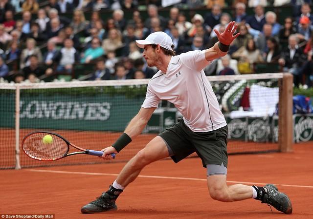 Murray vẫn không từ bỏ và kháng cự mạnh mẽ trong set 4... Ảnh: Mail