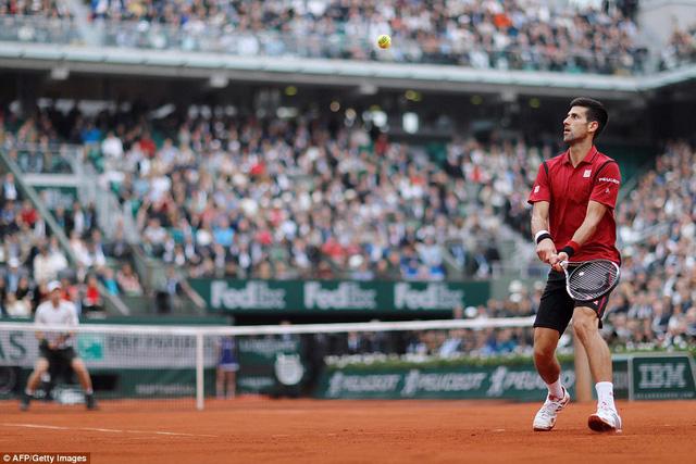 Djokovic đã khép lại set 4 với thắng lợi 6-4 để qua đó đăng quang ngôi vô địch giải Pháp mở rộng 2016. Ảnh: AFP/ Getty