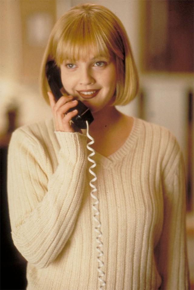 Khác với vẻ ngoài đầy đặn như hiện nay, Drew Barrymore của những năm 1990 cũng vô cùng xinh đẹp, thu hút qua các bộ phim như Scream, Never Been Kissed, Poison Ivy.