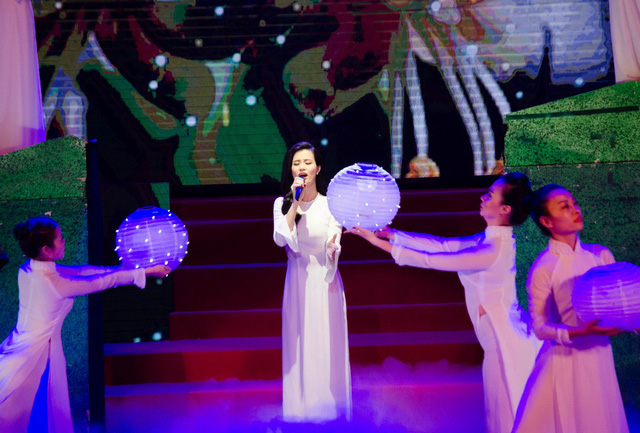 Ca khúc Biết ơn chị Võ Thị Sáu trong sự trình bày của Đông Nhi đã khiến người nghe xúc động