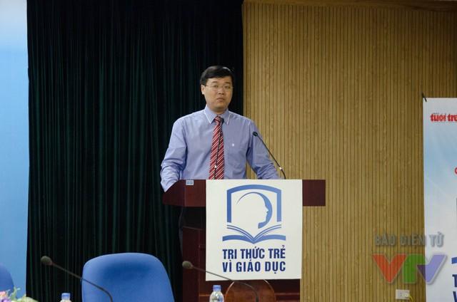 Ông Lê Quốc Phong, Ủy viên dự khuyết Trung ương Đảng, Bí thư thứ nhất Trung ương Đoàn TNCS Hồ Chí Minh tại buổi họp báo phát động chương trình Tri thức trẻ vì giáo dục