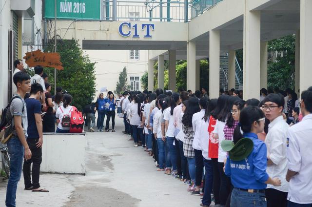 Kỳ thi đánh giá năng lực đã bắt đầu diễn ra vào ngày 5/5 vừa qua với sự tham gia của 70.000 thí sinh