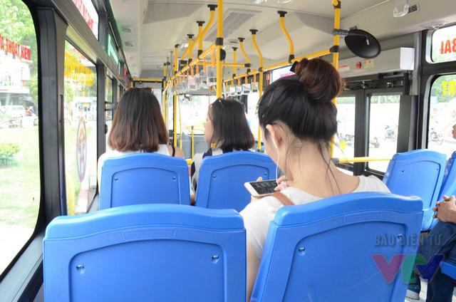Đặc biệt, hệ thống wifi miễn phí là tiện ích rất được ủng hộ khi hành khách sử dụng tuyến xe bus này