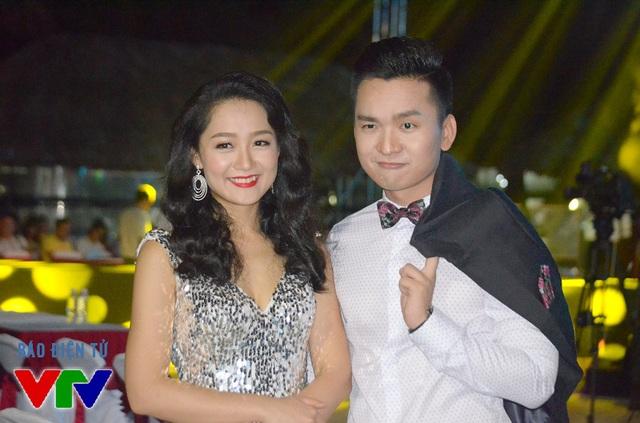 Cặp đôi MC Thu Hà - Hạnh Phúc dẫn dắt vô cùng ăn ý tại bán kết Hoa hậu Biển 2016