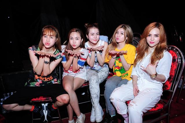 Các cô gái trong nhóm S Girl