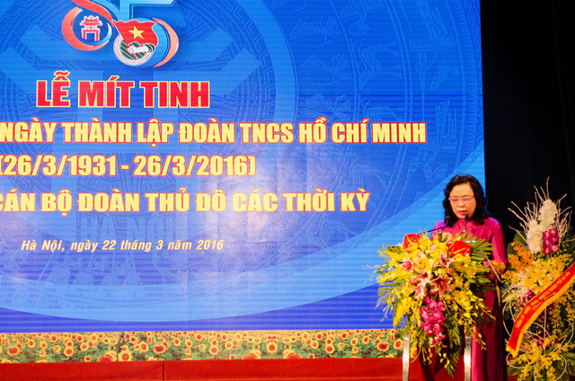 Bà Ngô Thị Thanh Hằng - Phó bí thư Thường trực Thành ủy Hà Nội thể hiện lòng tin tưởng ở lớp trẻ