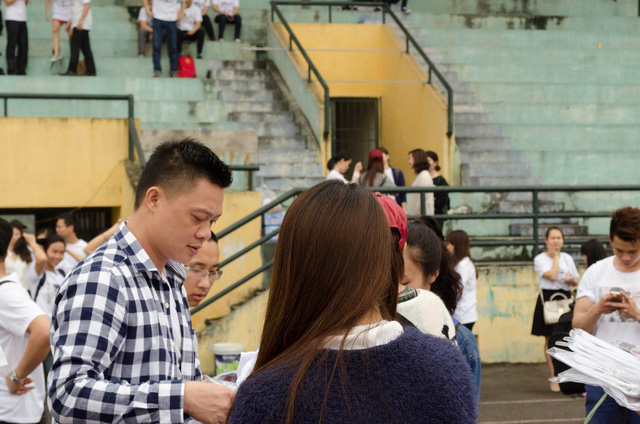 BTV Quang Minh trong ngày thứ hai quay MV Đường đến vinh quang