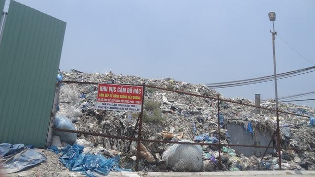 Một điểm tập kết rác thải khổng lồ đã quá tải.