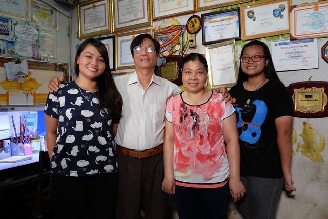 Cả gia đình vô cùng hạnh phúc và hãnh diện khi biết Liên giành được học bổng khủng của Harvard