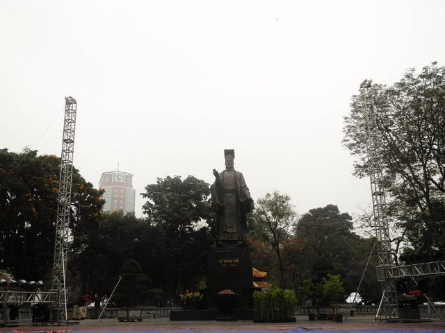 Tượng đài Lý Thái Tổ - nơi sẽ diễn ra hoạt động giao lưu văn hóa Nhật Bản và tiếp nhận hoa anh đào