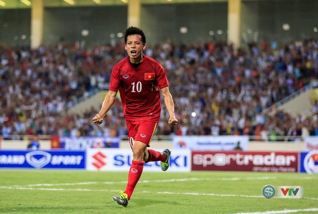Rất dễ dàng, Quyết ghi bàn thắng nâng tỉ số lên 2-0 cho ĐT Việt Nam trước khi hiệp một khép lại.